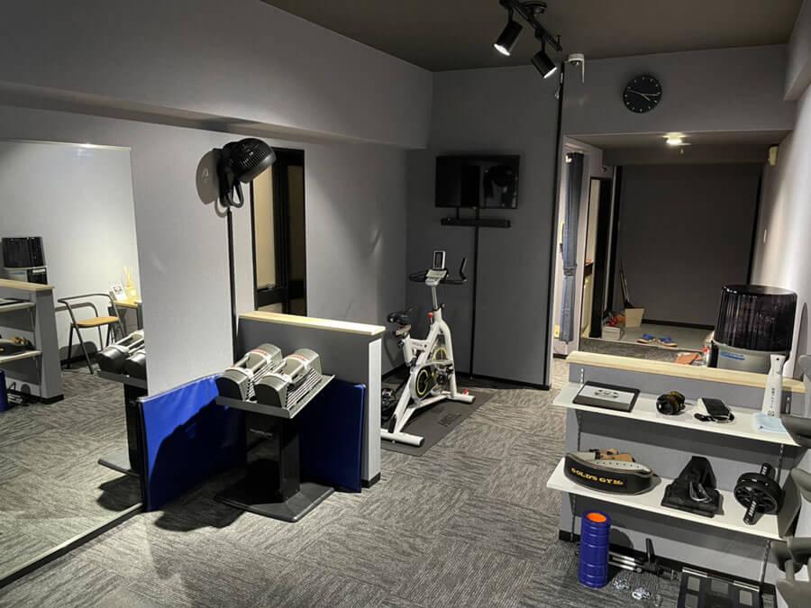 体組成計、パワーグリップなどトレーニングに関する備品